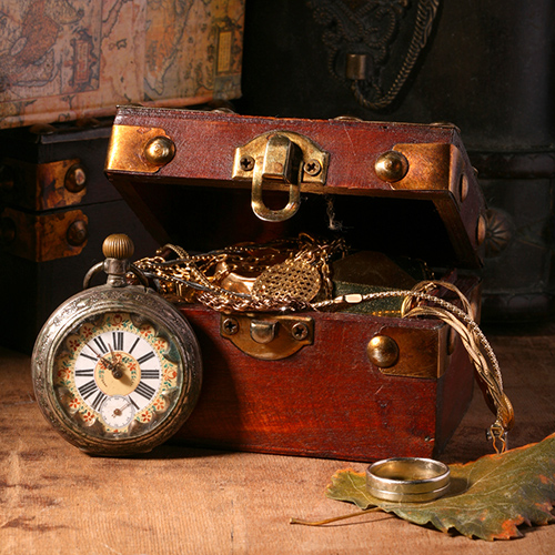 Antique-looking-clock-